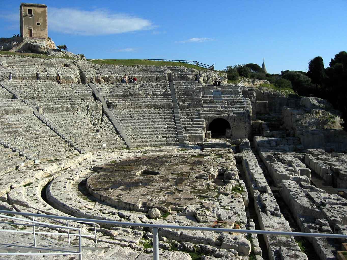 Imponente testimonianza dell architettura greca del v iii secolo a c